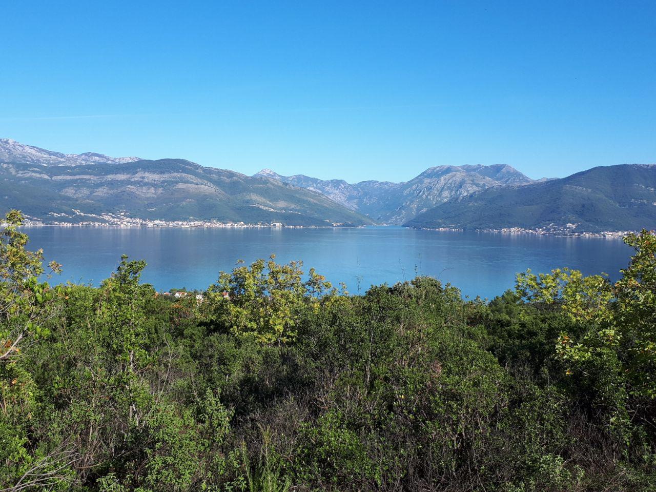 Vue imprenable sur la baie de Tivat, à 2 minutes du futur terrain de Golf de Lustica