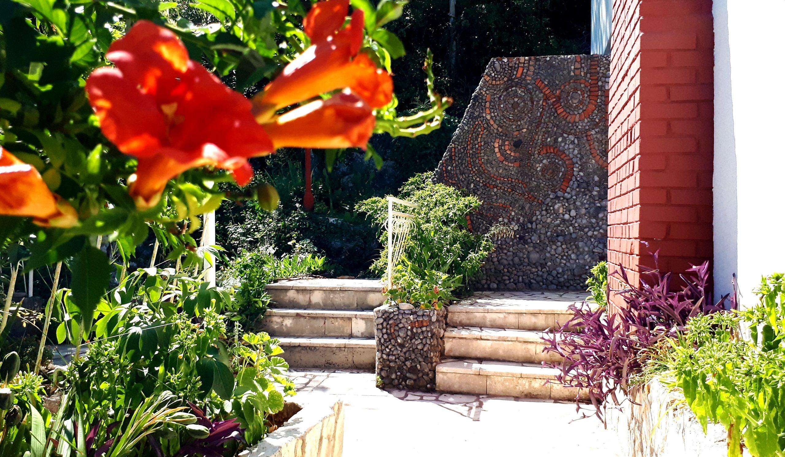 Ancienne maison avec jardin et garage, à vendre – Bjelila, péninsule de Lustica, Monténégro…